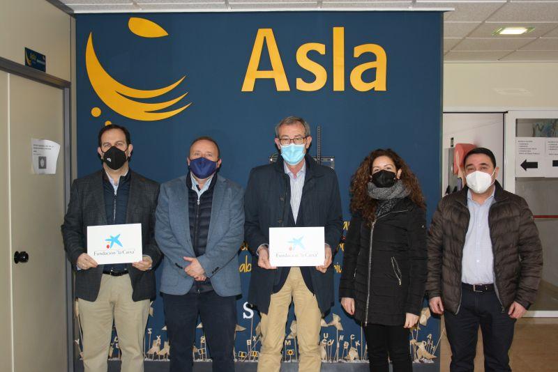 Responsables de CaixaBank visitan las instalaciones de Fundación Asla en el Polígono de Romica